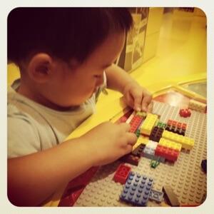長男はいまレゴにはまっています。