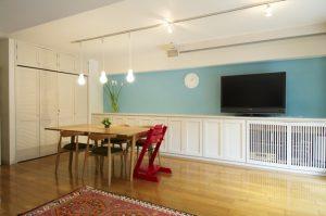 入居時にプチリフォームで壁の塗装やライティングなどを設置。