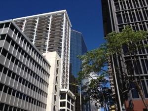 ホノルルダウンタウンにあるオフィスで宅建主任者登録をします。