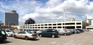 アラモアナショッピングセンター内、ノードストロム隣接の駐車場の上に建築予定