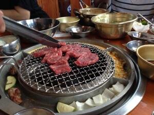 帰りに友人ファミリーとすぐ近くの678Hawaiiという焼き肉屋へ。韓国の有名人がやっているお店らしいです。一切冷凍していない肉だそうでおいしくて安い! 常連になりそうです。