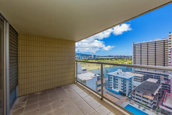 ハワイで大家:アイランドコロニーダイヤモンドヘッド側のラナイからの景色
