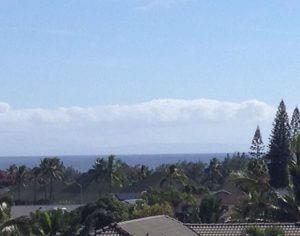 3階のデッキから。遠くに見えるのはモロカイ島かな?