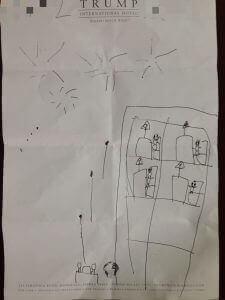 長男が描いたトランプタワー。親バカですが5歳の割にはすごい感性だと感心しています。