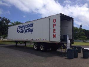 ハワイカイのリサイクル場。といってもトレーラーが駐車場に停めてあるだけ。
