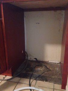 ハワイでDYI : 古い食洗機を撤去。電源は直結ですかー。