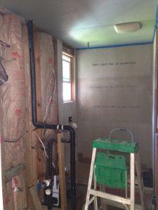 ハワイでリフォーム:升バーバスルームはシャワー部分に着手
