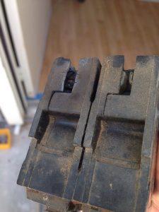家のメインのブレーカーが老朽化でショートしていました。危ない危ない。こんなのも自分で交換できちゃう自由度の高さがすごいです。40ドルなりー。