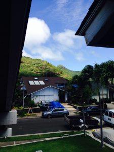 ハワイでリフォーム:窓あけました。シャワーを浴びながら山々と青い空がみえます。マハロ