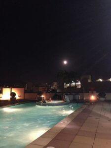 友人のバースデープールパーティー。満月が奇麗でしたー。