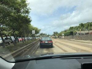 ハワイで大家:洪水の翌朝 道路は土色一色