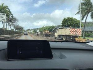 ハワイで大家:洪水の翌朝復旧活動の最中は大渋滞