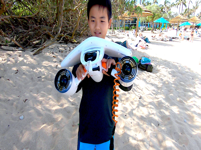 [ハワイ生活動画]タートルベイで水中スクーター試してみた